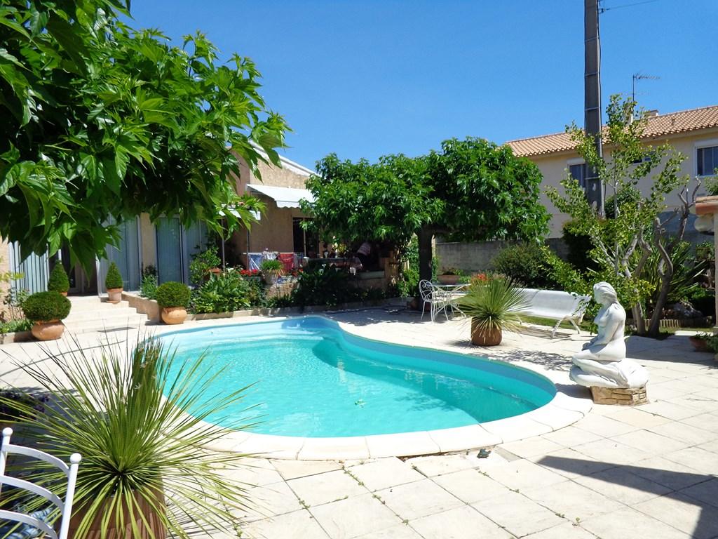 Villa 4 chambres un bureau piscine t2 individuel for Piscine marignane